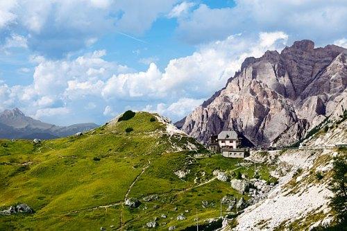 Fanesgruppe, Heimat der Ganesgruppe: Die Conturinesspitze ist mit 3064 Metern der zweithöchste Berg des Naturparks Fanes-Sennes-Prags.