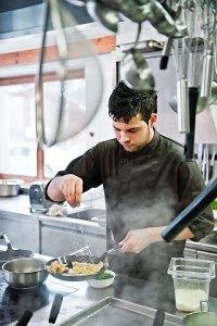 Damian Blaickner in seiner Küche