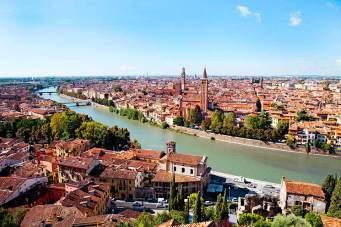 Der Blick vom Castel San Pietro auf die Altstadt an der Etsch ist besonders malerisch.