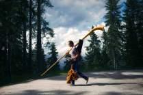 Hat sein Päckchen zu tragen: Zeltner, hier mit geliehenem Profirohr, vor seinem Auftritt im Wallis.