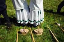 Nur wer Tracht trägt, darf beim Hauptwettbewerb antreten. Auch diese zwei Zuschauerinnen sind traditionell gekleidet.