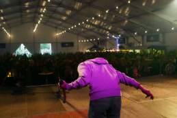 Zeltner mit seinem Wasserrohr-Eigenbau auf der Wettbewerbsbühne. Von 2000 Zuschauern applaudierten drei.