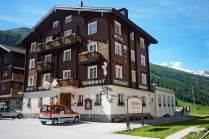 Familientauglich: Blick auf die Berge vom Hotel Tannenhof in Oberwald.