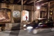 Wandmalereien des Streetart-Künstlers Lucamaleonte unter einer Brücke der Via delle Conce.