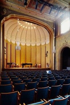 Bühne frei: Der Rossini-Saal im Arkadenbau von Bad Kissingen.