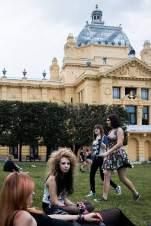 Jugend frei: Auch Punkgirl Melanie (2. v. l., hier vor dem Kunstpavillon) legt Wert auf ein stylishes, gepflegtes Äußeres