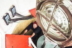 Lampenfieber: Unser Autor Max Scharnigg inspiziert die Beleuchtung im Turm.