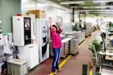 Bewegung am Arbeitsplatz: Mehrmals täglich werden die Mitarbeiter zur Gymnastik gebeten