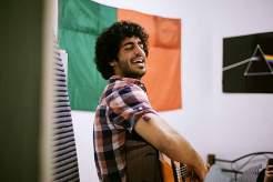 Guter Groove: Wer es sich verdient hat, bekommt in der Erasmus-WG ein Ständchen von Carlo