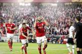 Benfica-Verteidiger Ezequiel Garay dankt dem lieben Gott für sein Führungstor gegen Tottenham