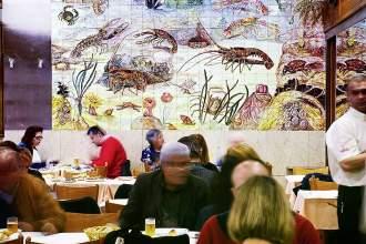In der Cervejaria Ramiro sind die Meerestiere nicht nur auf der Menükarte, sondern auch an der Wand zu finden