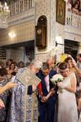Nach der Zeremonie wird das Paar mit Reis beworfen.