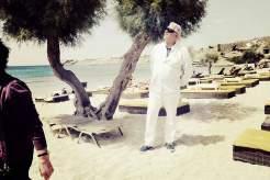 VIP-Taxifahrer Manolis an seinem Lieblingsstrand, dem Paradise Beach.