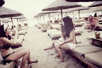 Gestrandet: Im Super Paradise Beach Club wird der Tag zur Nacht gemacht – und natürlich umgekehrt.