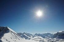 Gipfelstürmerin: die Profi-Freeriderin Lorraine Huber abseits der Pisten im Winterwunderland von Lech Zürs.