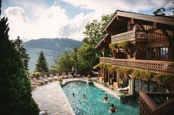 Bergquelle: Kaum ein Pool liegt so hoch wie in der Domaine du Mont d'Arbois