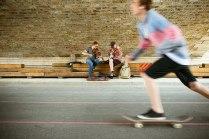 Brückentage: Musiker und Skater haben eine neue Heimat am Uferstreifen.