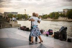 Nicht der letzte Tango in Paris: Tänzer im Jardin Tino Rossi, einem Skulpturenpark am Ufer.