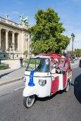 Oben ohne: Aus Asien vertraut ist der Anblick der Tuk-Tuk-Autorikscha, hier vor dem Grand Palais.