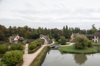 Weg-Bereiterin: Mit dem Hameau de la Reine, einem Weiler mit Bauernhäusern in Versailles, schuf sich die Königin Marie-Antoinette ein Rückzugsgebiet. Das Miniaturdorf funktionierte wie ein echter Bauernhof und wurde vom Architekten Richard Mique von 1783 bis 1788 angelegt.