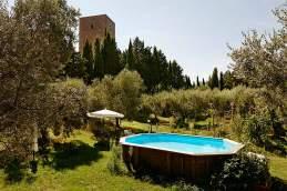 Südpool: Im Garten des Torre dei Belforti in Montecatini Val di Cecina, nahe Volterra, sind Ruhe und Entspannung in der Buchung inbegriffen.