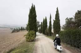 Allee hopp: Auf den Schotterwegen der Crete Senesi zeigt die Vespa, dass sie auch mit schlechten Straßen zurechtkommt.
