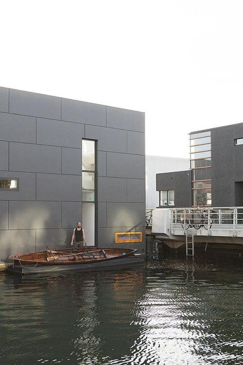 Schwimmende Häuser für Wassermenschen: Das Boot ist in Ijburg das natürlichste Fortbewegungsmittel.