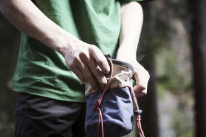 Grundlage: Magnesia gehören zur Standardausrüstung beim Bouldern.