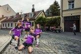 Die Geschäftsstelle des TSV Turnerbund liegt direkt neben der des FC Bayern. Ganz so große Erfolge konnte der Verein noch nicht feiern. Aber immerhin ist die Frauenmannschaft 2015 in die Kreisklasse aufgestiegen. Hier jubeln sie vor dem Lucullus in der Birkenau.